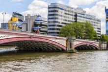 River Thames And Blackfriars Bridge In London. Blackfriars Bridge (281 M Long, 1869) Is A Road And Foot Traffic Bridge Over The River Thames In London, England, UK.