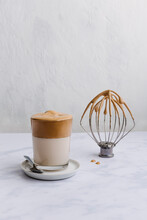 Dalgona Coffee With Whisk