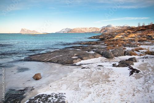 arktyczna-plaza-w-sommar-y-island-norwegia