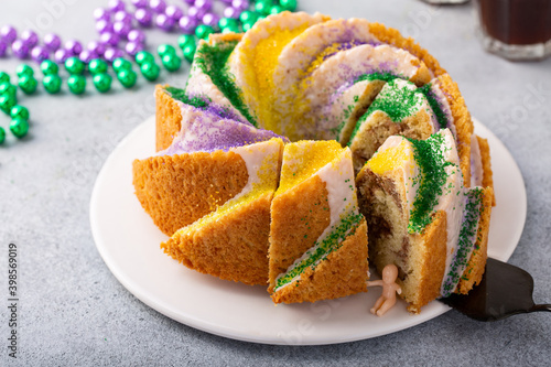 Canvas-taulu King Cake with traditional decoration for Mardi Gras with baby