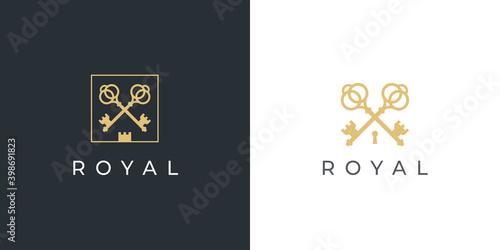 Valokuva Royal gold key icon