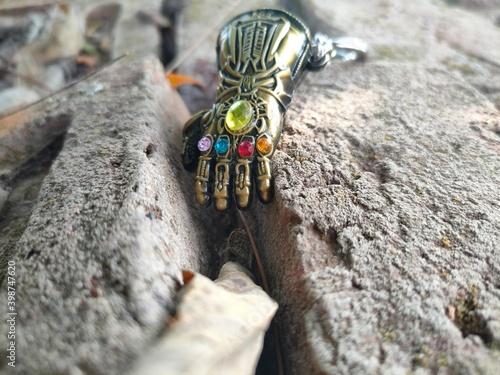 Foto infinity gauntlet glove from avenger endgame