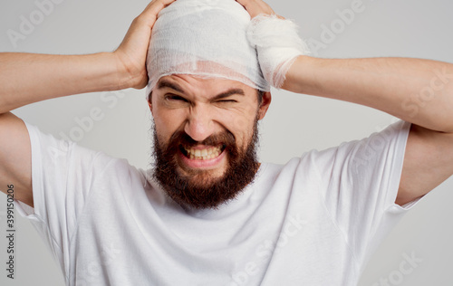 man with bandaged head health problems trauma discontent hospitalization Fototapet