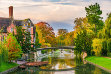 Beautiful Autumn Scenery Of Water Canal In City Of Cambridge. UK