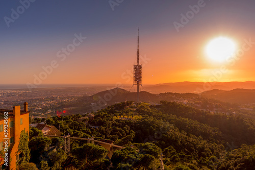 Photo Barcelona, Spain - November 3 2019: Collserola Tower, the highest point in Barcelona, is a tower antenna used mainly as tv and radio transmitter