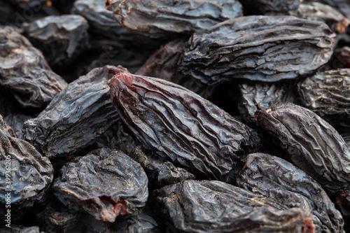 Obraz na plátně black raisins macro detail closeup