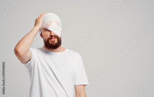 Fotografering man with bandaged head health problems injury hospitalization
