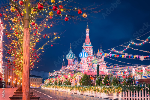 Obraz Christmas market in Moscow. New year celebrations in Russia. Christmas decorations on red square. St. Basil Cathedral on the background of festive decorations. New year in the capital of Russia. - fototapety do salonu