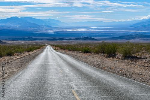 Daylight Pass Cutoff Roads leads into Death Valley National Park, California, US Fototapeta