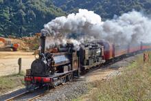 Train Tracté Par Une Locomotive à Vapeur F 163 Fabriquée En 1880. Nouvelle-Zélande