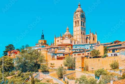 Fotografía Panoramic landscape at the ancient city and cathedral of Segovia