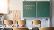 CORONAVIRUS - Weihnachtsferien ab dem 16.12.2020 in Deutschland, leeres Klassenzimmer mit hochgestellten Stühlen aufgrund der vorgezogenen Weihnachtsferien