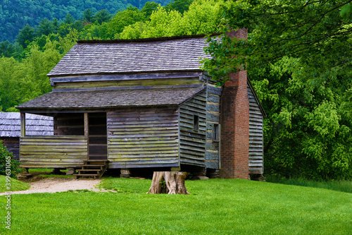 Fototapeta Old Homestead in Cades Cove Valley inTenneessee Smoky Mountains