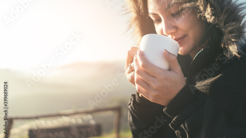 Платно Selection focus of hand holding coffee cup