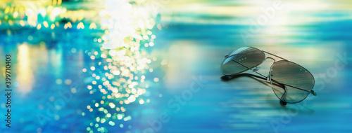 Obraz summer sunglasses with sunlight blue sea banner background - fototapety do salonu