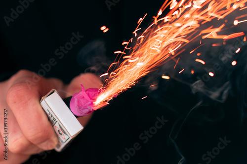 Obraz na plátně The Firecracker in a Hand