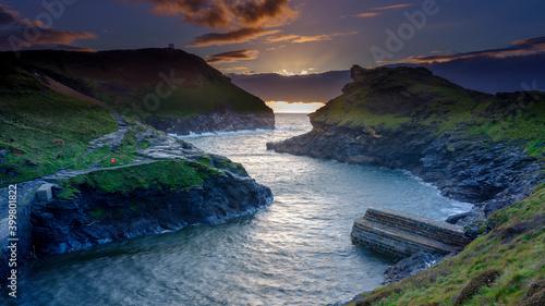 Sunset on Boscastle Harbour, Cornwall, UK - fototapety na wymiar