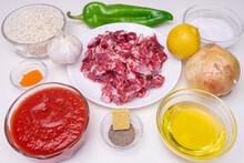 Ingredientes Para Receta De Cocina Mediterránea De Arroz Con Carne De Cerdo Ibérico, Un Comida Tradicional Andaluza Y Española.