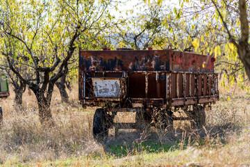 Fototapeta na wymiar old tractor trailer abandoned in the field