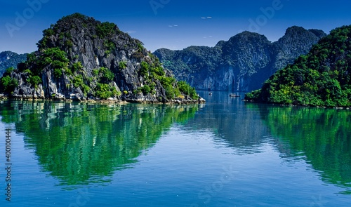 Lan Ha Bay is located off the coast of the beautiful coastal city of Hai Phong Wallpaper Mural