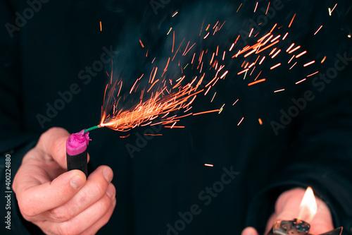 Fotografie, Obraz The Firecracker in a Hand