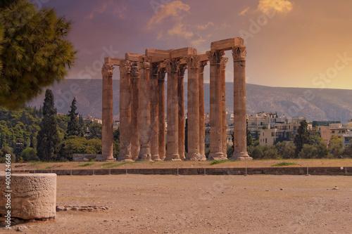 Fotografie, Obraz impressive columns of the ancient Olympian Zeus temple  under dramatic sky, Athe