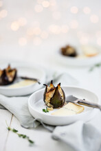 Figs With Honey-thyme Crumble
