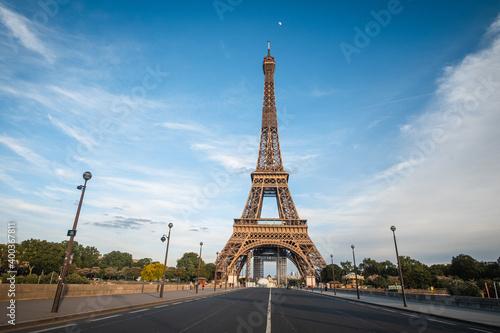 La Tour Eiffel pendant le confinement, Paris. Fototapet