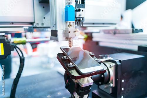 Obraz automaitc holding glue syringe Injection in mobile phone factory - fototapety do salonu