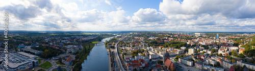 Fototapeta Letnia panorama miasta Gorzów Wielkopolski z widokiem na rzekę Warta i Most Staromiejski obraz