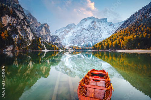 Tableau sur Toile Attractive view of most famous alpine lake Braies (Pragser Wildsee)