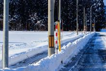 冬 きれいに除雪された道路