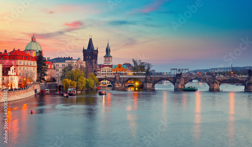 Tela View on Vltava river and Charles bridge in Prague at sunset
