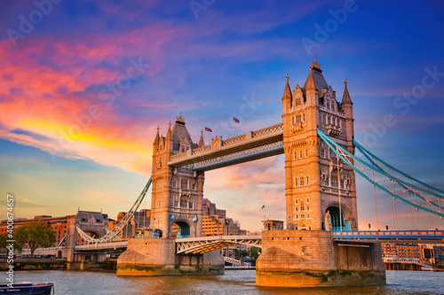 Obraz Tower bridge at sunset, London - fototapety do salonu