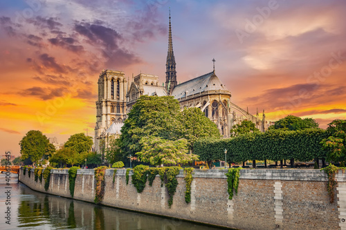 Obraz Notre Dame de Paris at spring, France - fototapety do salonu