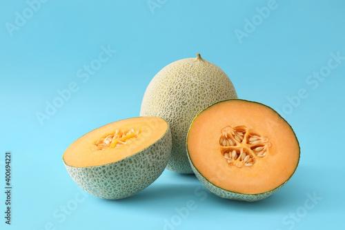 Fototapeta Sweet ripe melons on color background obraz