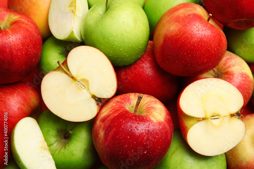 Papel de parede Many different whole and cut apples as background, closeup