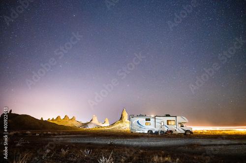 Fotografía Light trails pass RV and illuminate tufa spires