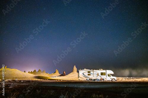 Fotomural Headlights illuminate RV and tufa spires