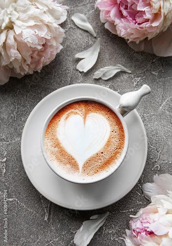 Fototapeta Pink peony flowers and cup of coffee obraz na płótnie