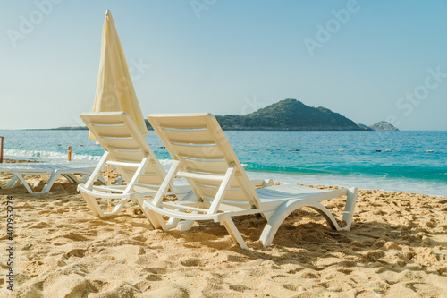 Obraz na plátně Lounge chairs and umbrellas on Kaputas Beach at summer day