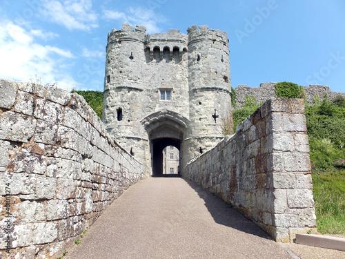 Obraz na plátně The gatehouse entrance to Carisbrooke Castle on the Isle of Wight, England