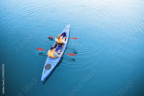 Photographie People kayaking in river, top view