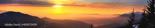 Fotografía Winter landscape at sunrise, panorama, banner - view of the mountain range cover
