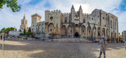 Foto The Papal Palace in Avignon, the former residence of the Pope in France - a historical and architectural monument, France, a UNESCO World Heritage Site and one of the largest palaces in Europe