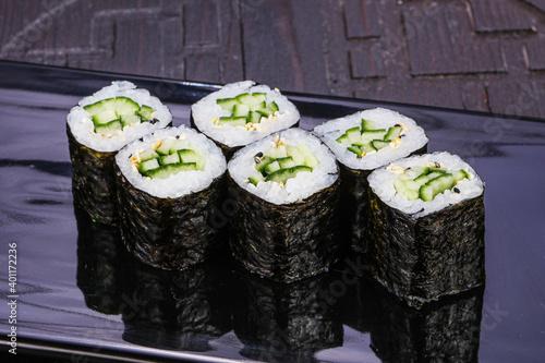 Fototapeta Japanese roll maki with cucumber obraz