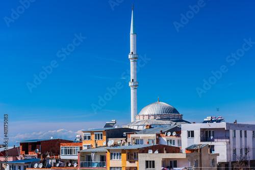 Fotografia, Obraz Mosque minaret and shanty houses