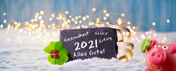 Panel Szklany Siatkówka Frohes Neues Jahr 2021 - Karte zum Neujahr mit Glückwünschen, Glücksklee und Glücksschwein im Schnee