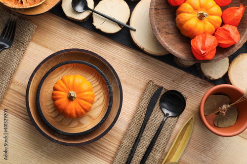 Fotografia Autumn table setting with pumpkins on wooden background, flat lay