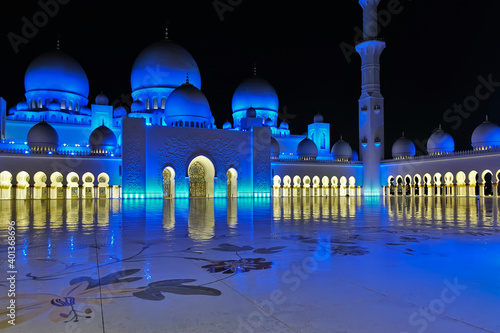 Foto Arab mosque in the evening